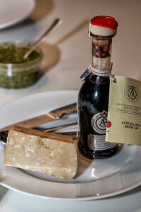 old-balsamico-and-cheese